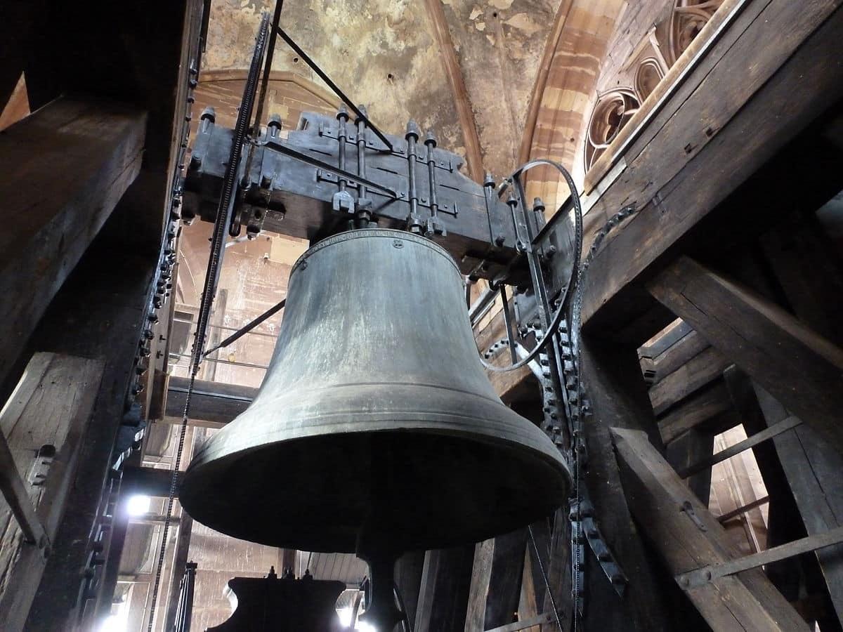 Est-ce que les cloches des églises sonnent la nuit ?